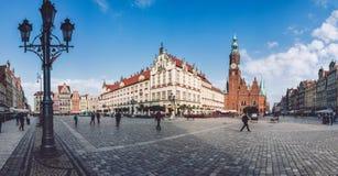 弗罗茨瓦夫城镇厅和集市广场 库存图片