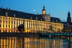 弗罗茨瓦夫大学在晚上 免版税库存照片