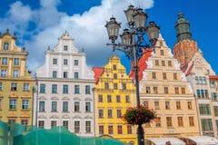 弗罗茨瓦夫老镇集市广场都市风景有五颜六色的华丽历史大厦的 库存图片