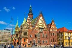 """弗罗茨瓦夫集市广场美丽的哥特式老城镇厅†""""视图  库存照片"""