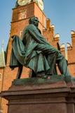 弗罗茨瓦夫,波兰- 2018年3月4日:著名波兰作家亚历山大Fredro新古典主义的古铜色雕象, 1897,伦纳德 库存图片