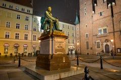 弗罗茨瓦夫,波兰- 2018年3月6日:著名波兰作家亚历山大Fredro新古典主义的古铜色雕象, 1897,伦纳德 库存图片