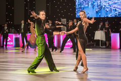 弗罗茨瓦夫,波兰- 2016年5月14日:在世界舞蹈体育联盟国际性组织期间的一个未认出的舞蹈夫妇跳舞的拉丁舞蹈 库存照片