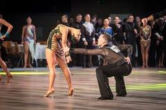 弗罗茨瓦夫,波兰- 2016年5月14日:在世界舞蹈体育联盟国际性组织期间的一个未认出的舞蹈夫妇跳舞的拉丁舞蹈 免版税图库摄影