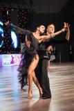 弗罗茨瓦夫,波兰- 2016年5月14日:在世界舞蹈体育联盟国际性组织期间的一个未认出的舞蹈夫妇跳舞的拉丁舞蹈 免版税库存图片