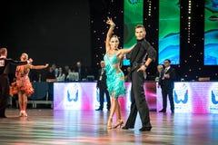 弗罗茨瓦夫,波兰- 2016年5月14日:在世界舞蹈体育联盟国际性组织期间的一个未认出的舞蹈夫妇跳舞的拉丁舞蹈 免版税库存照片