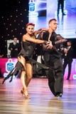 弗罗茨瓦夫,波兰- 2016年5月14日:在世界舞蹈体育联盟国际性组织期间的一个未认出的舞蹈夫妇跳舞的拉丁舞蹈 图库摄影