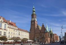 弗罗茨瓦夫,波兰- 9月17 2015年:老镇大广场,抹大拉的马利亚教会, 9月17日 2015年弗罗茨瓦夫,波兰 库存照片
