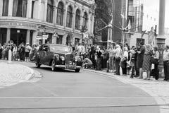 弗罗茨瓦夫8月18日:Motoclassic展示的本特利在黑色白色在弗罗茨瓦夫, 2014年8月1日的波兰 免版税库存照片