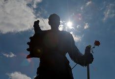 弗雷迪・默丘里雕象的剪影在蒙特勒 免版税库存照片