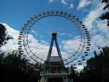 弗累斯大转轮和天空 库存图片