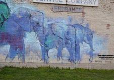 42张壁画项目, ` Deepellumphants `艾德里安托里斯,深Ellum,得克萨斯 免版税库存图片