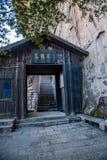 张家界,杨家界五龙村被围住的门 库存图片