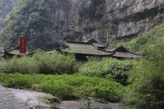 张怡Mou ` s旅馆在乌龙Tiankeng三座桥梁,重庆,中国 图库摄影