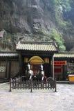 张怡Mou ` s旅馆在乌龙Tiankeng三座桥梁,重庆,中国 库存照片