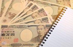 10000张日本货币日元钞票和销售报告财政图 图库摄影