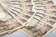 10000张日本货币日元钞票和销售报告财政图 免版税库存图片