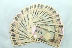 10000张日本货币日元钞票和销售报告财政图 库存照片