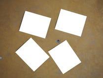4张空白的照片和黄色水泥背景 库存图片