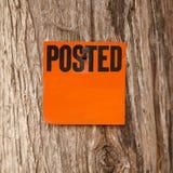 张贴的橙色通知 库存图片