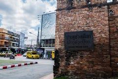 张Puak门是四个主要门之一到老被围住的市清迈,泰国 免版税库存照片