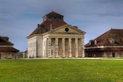 弧和法国皇家saltwork senans 库存图片
