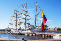 弧在一次参观的格洛里亚三桅帆向圣彼德堡,俄罗斯 免版税库存图片