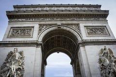 弧曲拱de法国巴黎triomphe胜利 图库摄影