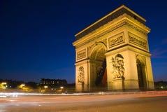 弧de法国晚上巴黎triomphe 库存照片