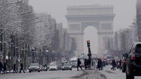 弧de triumph在一罕见的多雪的天之前在巴黎,法国 股票视频