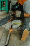 弧elding的盔甲轻的盾激发钢焊接 库存图片