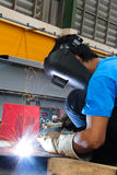 弧elding的盔甲轻的盾激发钢焊接 免版税库存图片