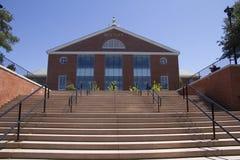 弯大学图书馆和台阶 库存照片