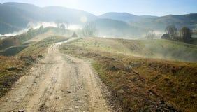 弯曲在秋天风景的路 库存图片