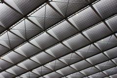 弯曲屋顶和窗口金属或线  图库摄影