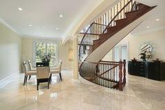 弯曲的休息室楼梯 免版税库存图片