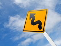 弯曲的公路交通符号 免版税库存图片