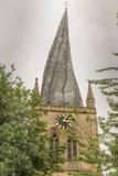弯曲的尖顶在切斯特菲尔德,德贝郡,英国 免版税库存照片