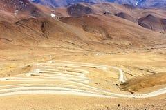 弯曲的山路 免版税图库摄影