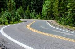 弯曲的山路 免版税库存图片