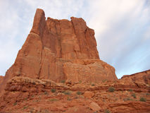 弯曲的岩石 免版税库存照片