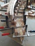弯曲的扶手栏杆制造业一部螺旋形楼梯的 库存照片