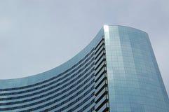 弯曲的摩天大楼 库存照片