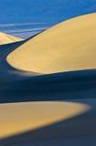 弯曲的沙丘光沙子 库存照片