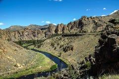 弯曲的河的谷地板 库存图片