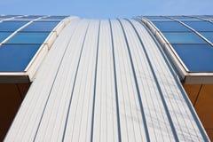 弯曲的现代办公室屋顶视窗 库存照片