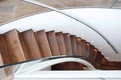 弯曲的现代楼梯 免版税库存照片