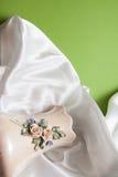 弯曲的白色丝绸布 免版税库存图片