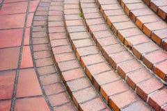弯曲的砖楼梯 免版税库存图片