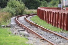 弯曲的窄片铁路线 免版税库存图片